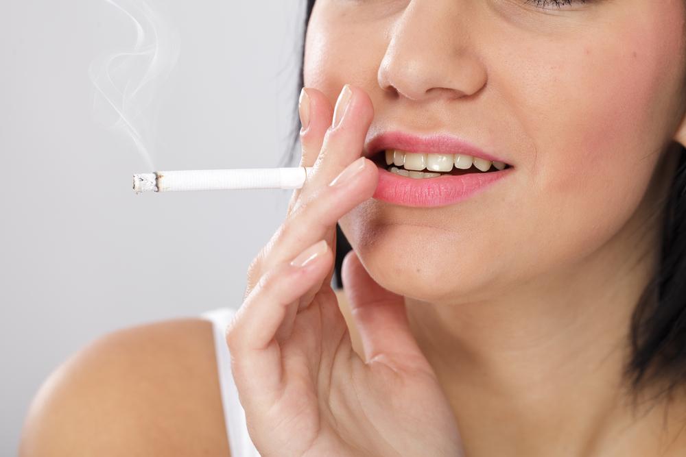 tabaco dientes amarillos