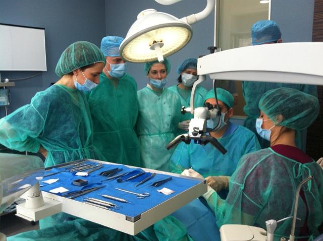 Cirugía Plástica Periodontal, curso impartido por el Dr. González 1