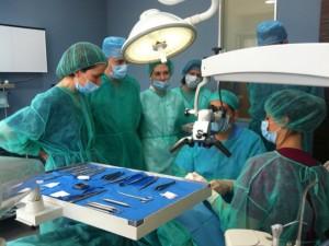 Cirugía Plástica Periodontal, curso impartido por el Dr. González