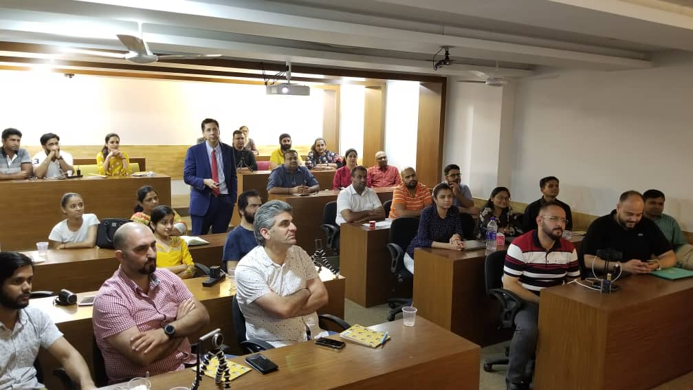 Nuestro director Dr. David González impartió un curso de 3 días sobre Regeneración Ósea y tratamiento de implantes en Nueva Delhi 2
